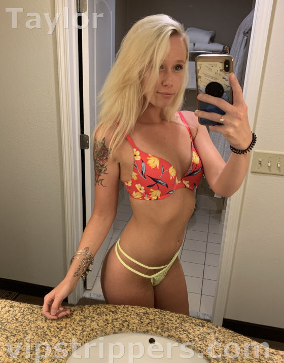 stripper selfie, blonde stripper